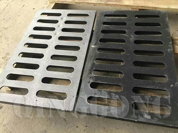 Manholeproduced by Roller conveyor Macchine per sparare